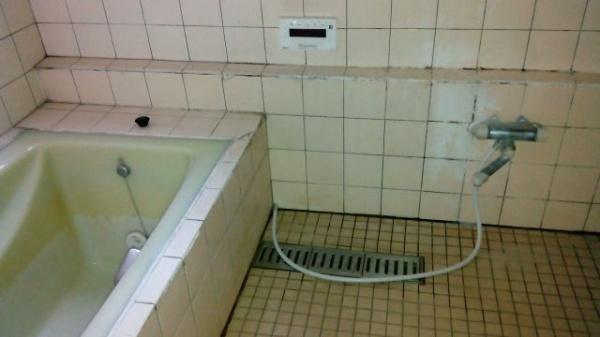 汚れた風呂場